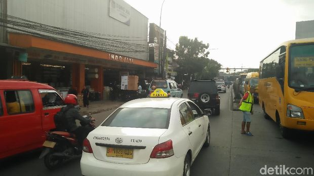 Kondisi di Jalan Raya Bogor, Kramat Jati