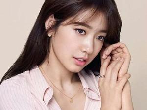 Dispatch Ungkap Foto-foto Kebersamaan Park Shin Hye dan Choi Tae Joon
