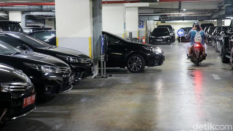 Mobilnya akan Dilelang, DPRD DKI Ingin Sewa Mobil Pakai Pelat Merah