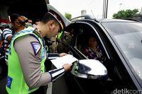 Ilustrasi tilang pajak kendaraan