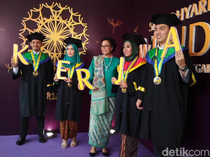 Menteri Keuangan Sri Mulyani menghadiri wisuda Politeknik Keuangan Negara (PKN) STAN di Auditorium Student, Komplek Kampus PKN STAN Bintaro, Tangerang Selatan.