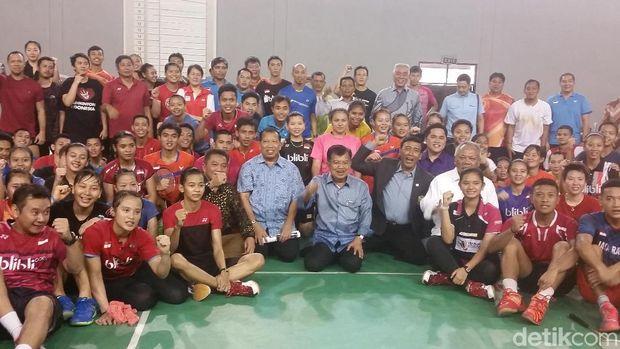 Kunjungi Pelatnas Cipayung, JK Harap Bulu Tangkis Makin Berprestasi