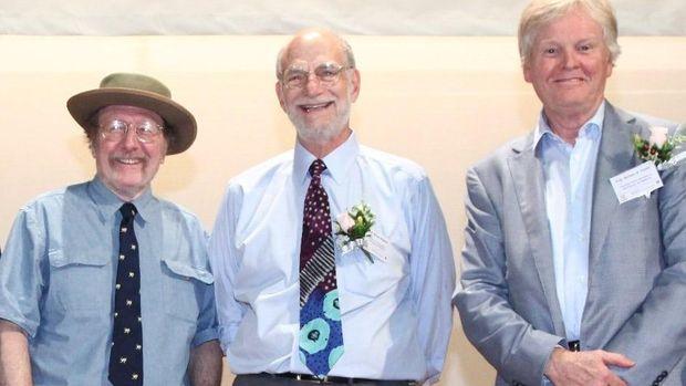 Jeffrey Hall, Michael Rosbash dan Michael Young meneliti ritme sirkadian.