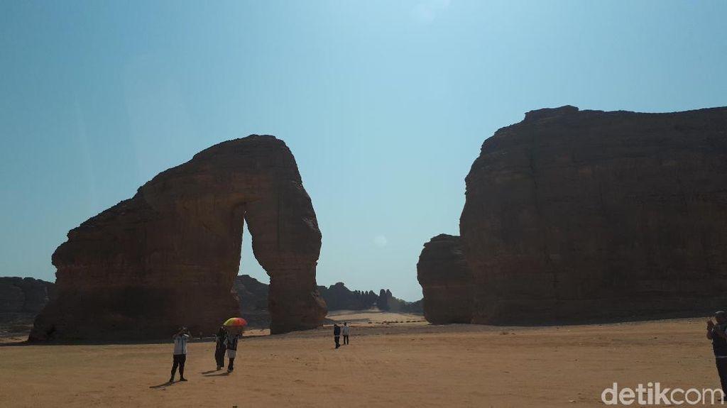 Batu Purba yang Mirip Gajah di Arab Saudi