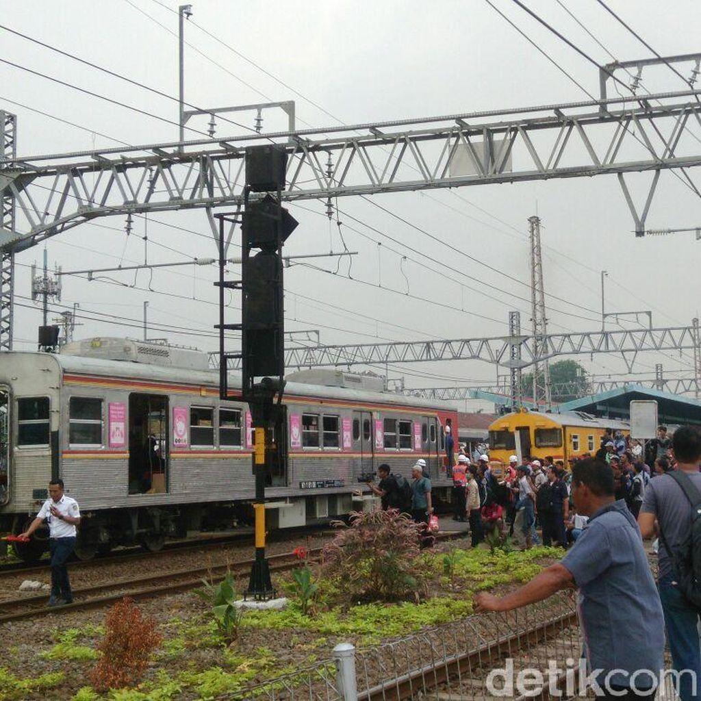 KRL Anjlok di Cisauk, Penumpang Menumpuk di Beberapa Stasiun