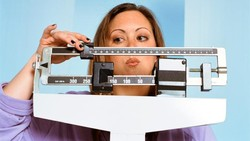 Diet tinggi lemak atau diet ketogenik bagus untuk menurunkan berat badan dan mencegah berat badan berhenti. Untuk memaksimalkannya, berikut 6 langkahnya.