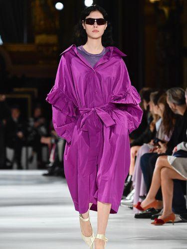 Stella McCartney Sulap 'Sampah' Jadi Busana Modis di Paris Fashion Week