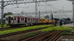 Khofifah Minta KAI Tambah Gerbong Kereta Komuter di Jawa Timur