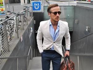 Dibilang Mirip Ryan Gosling, Pria Tampan Ini Malah Merasa Lelah