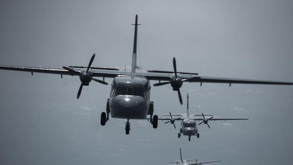 TNI Bantu Perbaikan Mesin Pesawat Militer Papua Nugini