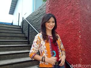 Rahasia Awet Muda, Tante Sandra Dewi yang Berusia 50 Tahun