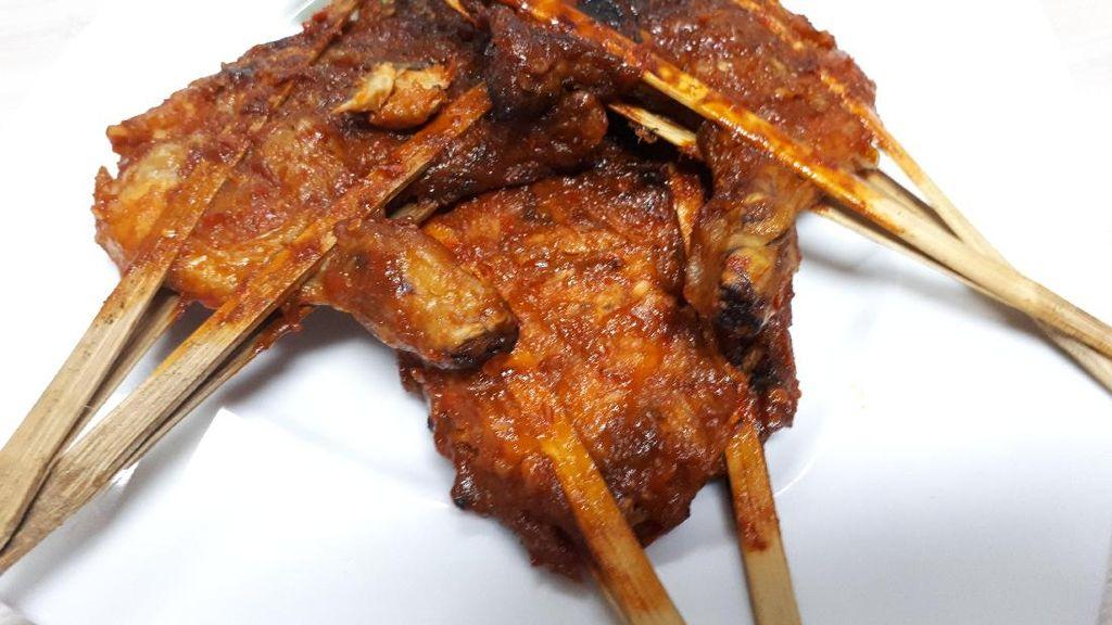 Yuk, Makan Siang dengan Ayam Bakar Gurih Enak Di Sini!