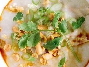 Yuk, Sarapan Bubur Oriental yang Hangat Mengenyangkan Ini!