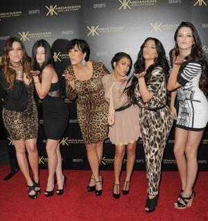 Mau Lebih Seksi dan Cantik? Yuk, Intip 10 Pola Makan Keluarga Kardashian (2)