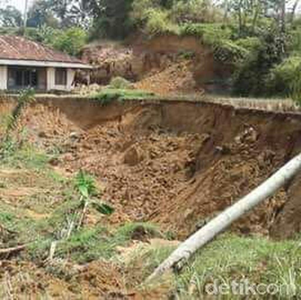 Dua Warga Tertimbun Longsor, Plt Bupati Cianjur : Tingkatkan Kewaspadaan