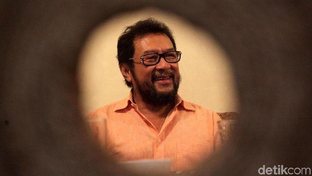 Yorrys Raweyai memberikan keterangan pers terkait isu pemecatan dirinya sebagai Korbid Polhukam Golkar, Rabu (4/9/2017). Kali ini, Yorrys menepis isu pemecatan dirinya.