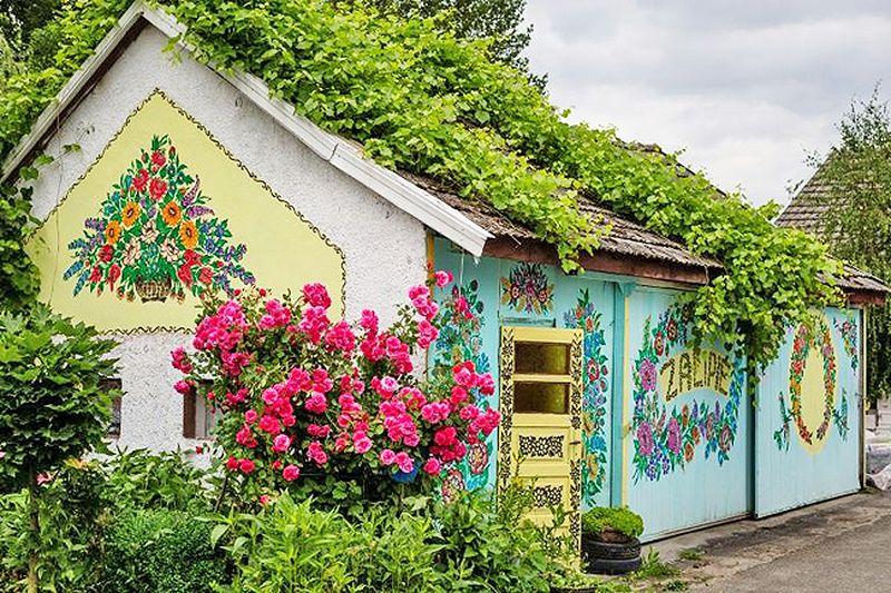 Perkampungan ini dikenal dengan nama The Painted Village (AFP)