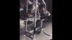 Audy Item, penyanyi sekaligus istri aktor laga Iko Uwais, sering mengunggah foto-foto sedang berolahraga di gym. Mau lihat keseruannya?