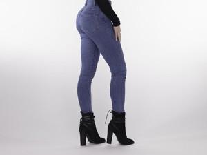 Risiko Mengerikan di Balik Kecenya Celana <I>Skinny Jeans</I>