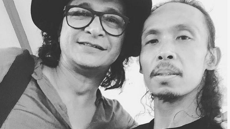 Andy /rif bersama Yayan Ruhian lawan main di film Wiro Sableng 212. Foto: Andy /rif (instagram)