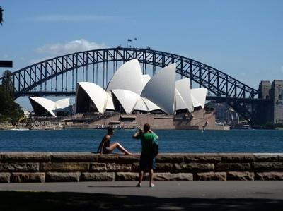 Apes! WN Australia yang Terdampar di Luar Negeri Jadi Incaran Penipu