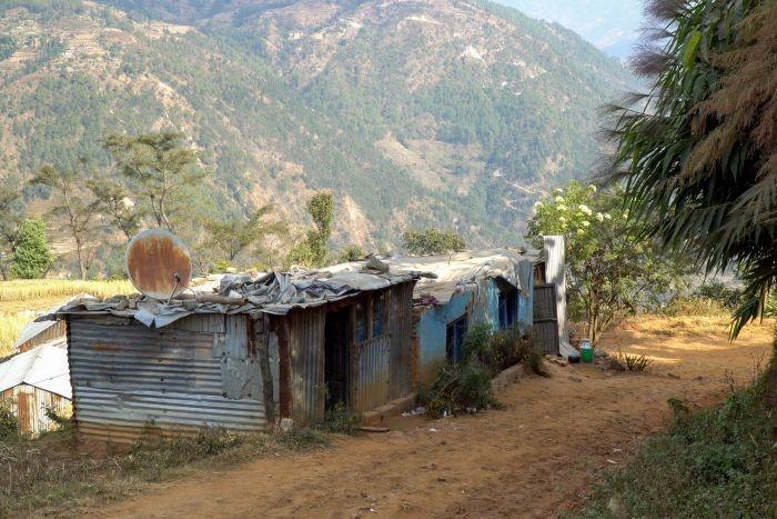 Pada tahun 2005 Nepal dilanda gempa bumi hebat menghancurkan bangunan yang ada termasuk rumah warga. Hal ini semakin mendorong kasus penjualan ginjal illegal. (Foto: ABC Australia)