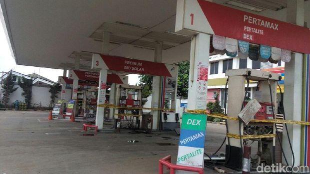 Garis polisi dipasang di dispenser SPBU di Kalimalang