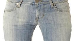 Skinny jeans memang dapat memperindah penampilan saat dipakai, tapi jangan dipakai terlalu sering jika tidak menginginkan 6 hal ini terjadi padamu.