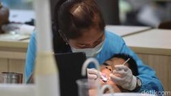 5 Kebiasaan Buruk yang Bisa Merusak Gigi Kamu