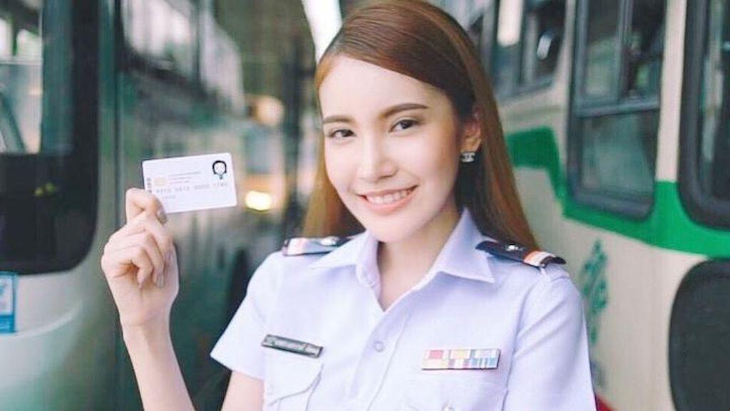 Viral Foto Polwan Cantik Asal Thailand, Netizen Heboh Soal Gendernya
