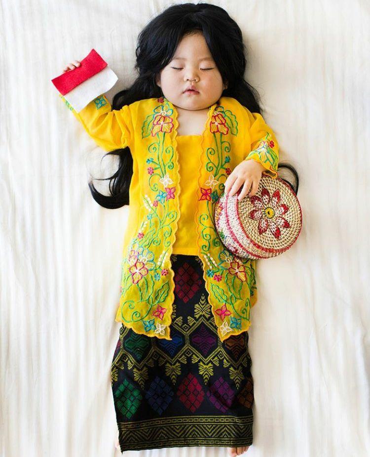 Lucu Banget Bayi Ini Pakai Baju Kebangsaan Berbagai Negara Di Dunia