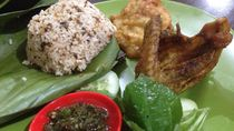 Nasi TO: Komplet! Nasi Tutug Oncom dengan Ayam Goreng Khas Sunda
