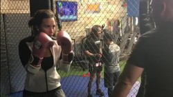 Penyanyi Demi Lovato telah mencoba beragam olahraga bela diri untuk meningkatkan kebugaran tubuh dan mental. Salah satu yang ia coba adalah Jiu Jitsu Brasil.