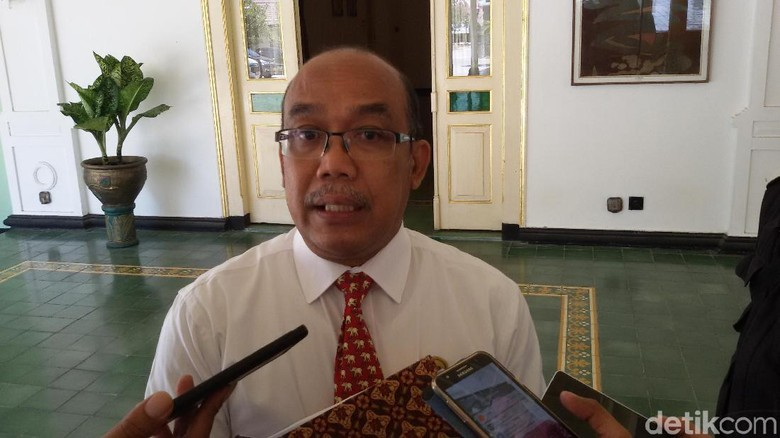 Bareng Anies, Sultan HB X Dilantik sebagai Gubernur DIY di Jakarta