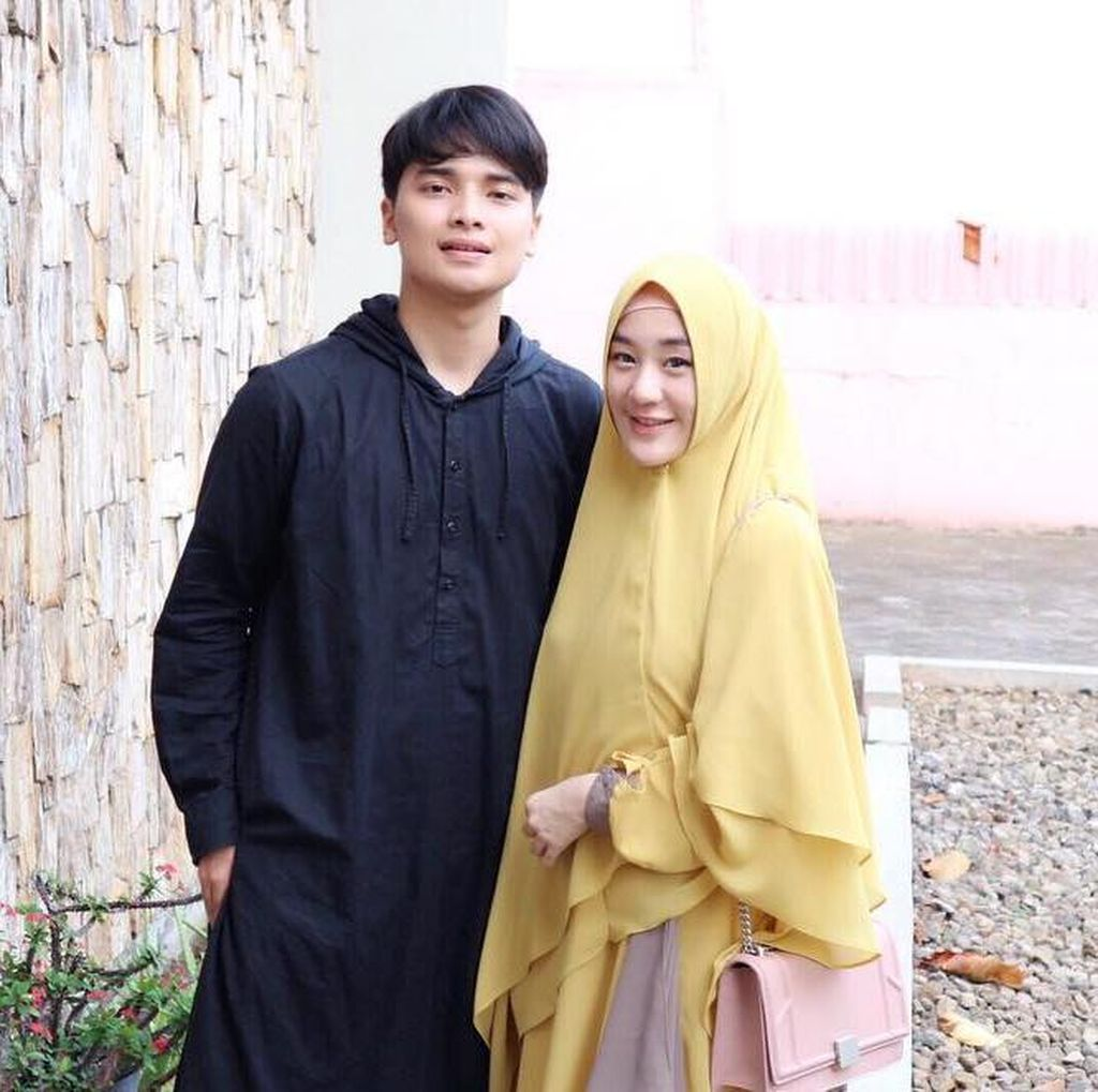 Fakta Larissa Chou, Menantu Kesayangan Mendiang Ustaz Arifin Ilham