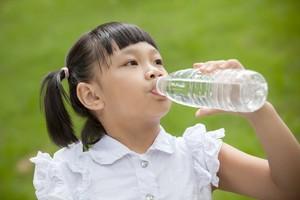 1 dari 4 Anak Indonesia Masih Kurang Konsumsi Air