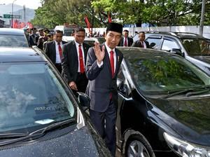 Sambutan Warga Saat Presiden Jokowi Jalan Kaki ke HUT TNI