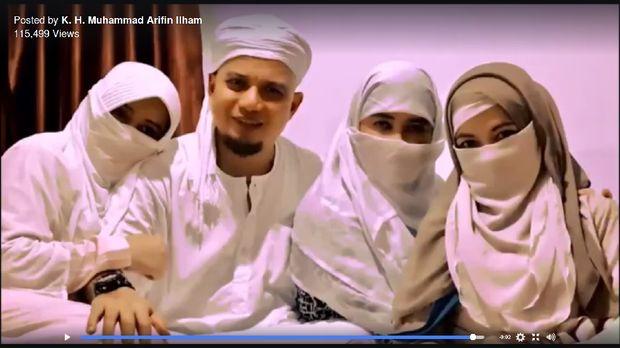 Foto Bareng 3 Istri, Ustaz Arifin Ilham Bicara Pilar Keluarga Sakinah