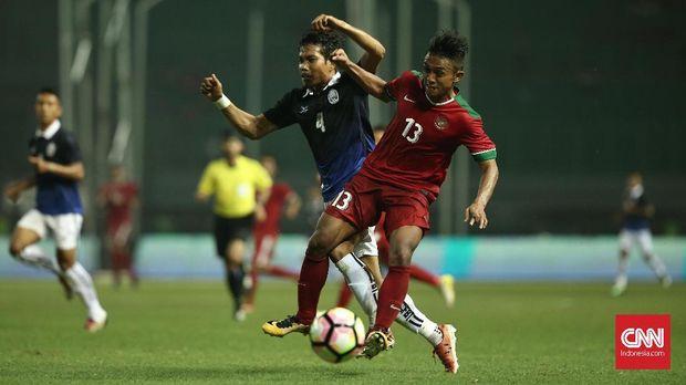 Febri Hariyadi menciptakan peluang pertama untuk timnas Indonesia. (