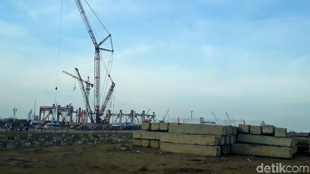 Proyek PLN dan Pertamina yang Banyak Pakai Bahan Impor Ditunda