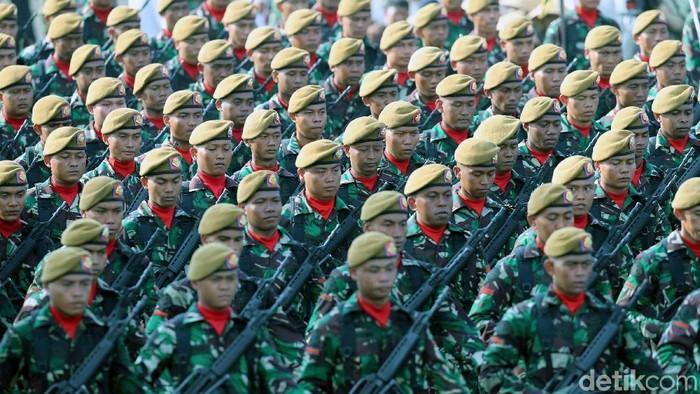 Presiden Jokowi Pimpin Upacara HUT TNI ke 72