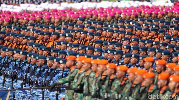 Pasukan TNI saat peringatan hari ulang tahun TNI.