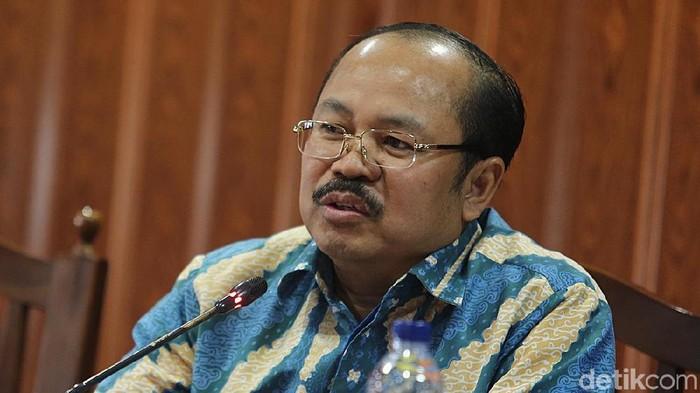 Ketua Ombudsman, Amzulian Rifai