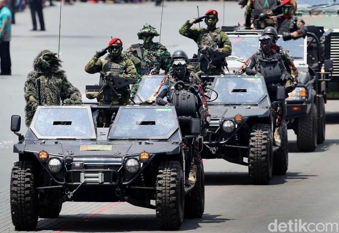 Foto: Gahar! Begini Mobil Inspeksi Pasukan yang Ditumpangi Jokowi