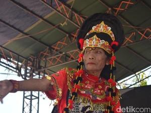 Lestarikan Budaya, Mimi Tumus Masih Menari Topeng di Usia Senja