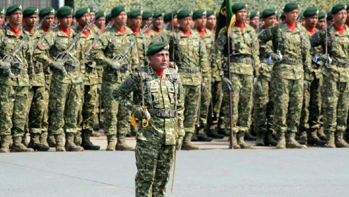 Pangkostrad Letjen TNI Edy Rahmayadi menjadi komandan upacara pada upacara peringatan HUT TNI. Edy bahkan harus naik motor untuk sampai ke lokasi acara.