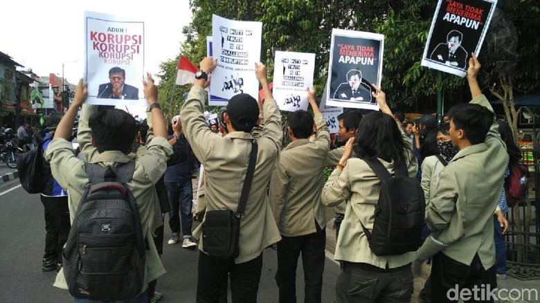 Ratusan Mahasiswa di Yogya Demo Tuntut Setnov Mundur