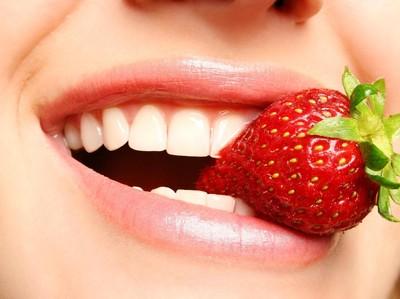10 Makanan yang Bisa Memutihkan Gigi Secara Alami