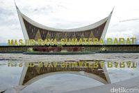 Masjid terbesar di Sumatera Barat (Randy/detikTravel)