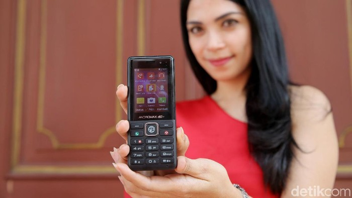 Ilustarsi feature phone. Foto: Agung Pambudhy